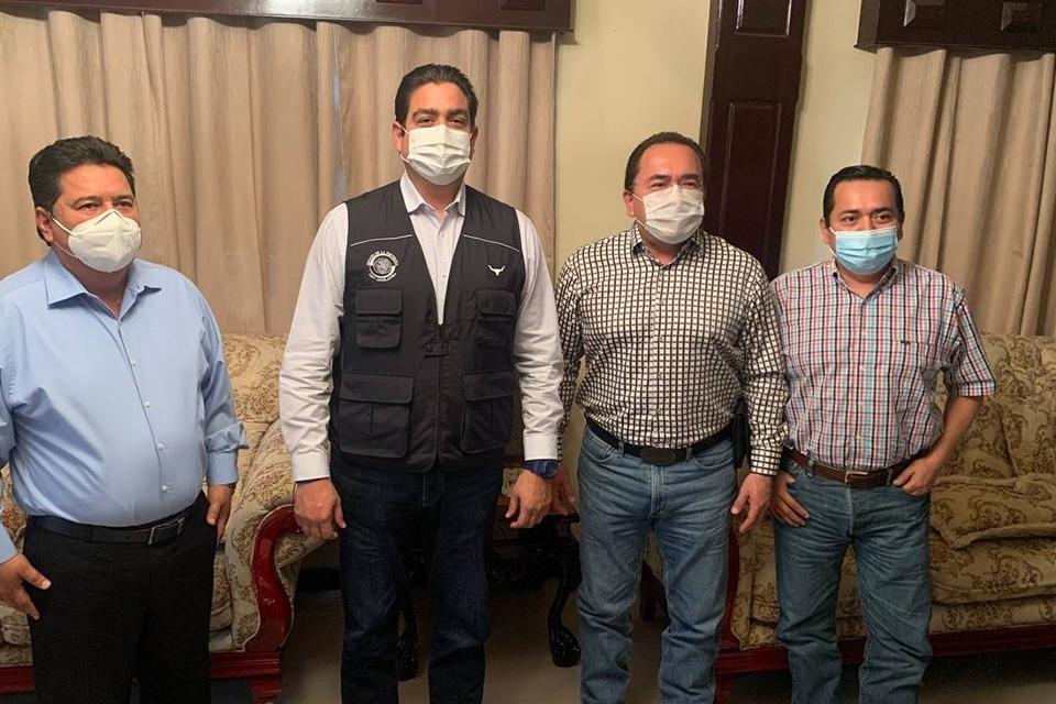 En mi gira de trabajo en el sur de #amaulipas, saludé a mis amigos Alejandro García Barrientos, Humberto Hervert y mi tocayo Ismael Hervert Bautista. Gran equipo, ¡juntos seguimos trabajando!.